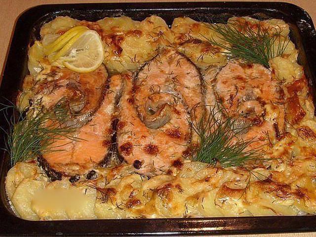 Красная рыба запеченная с картофелем в духовке рецепт
