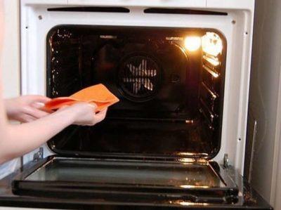 очистить духовку от нагара