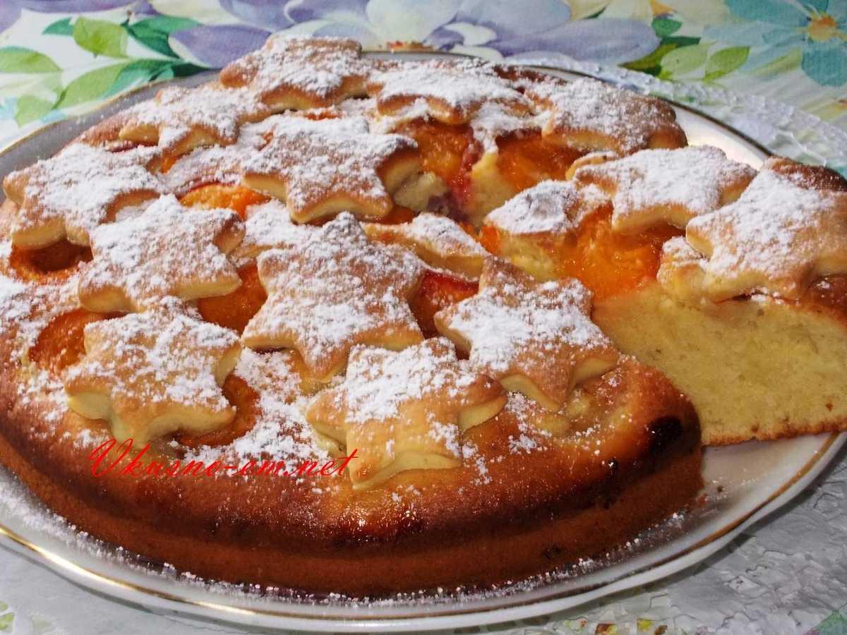 Хочу предложить рецептик очень вкусного сладкого пирога.