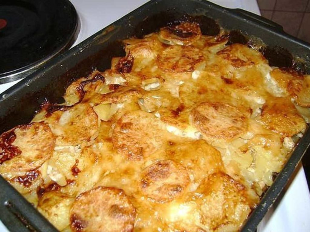 как запечь мясо с картошкой в духовке рецепт