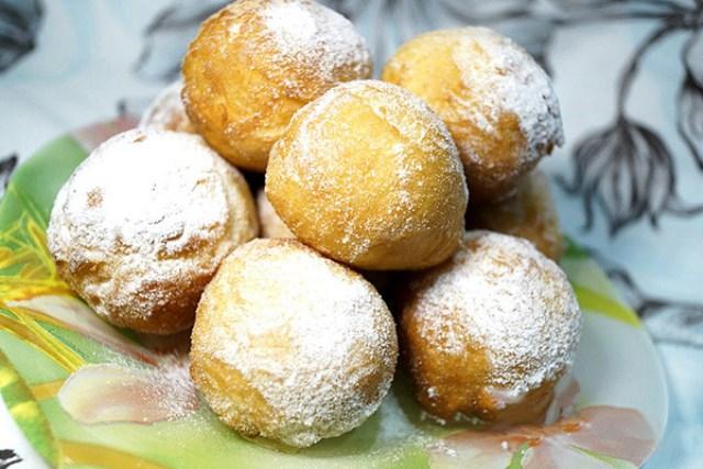 Дрожжевые пончики на  обалденными! Мои домочадцы не дают им даже остыть!