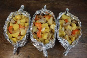 Вкуснее блюда не найдешь! Картофель получается сочным и аппетитным! Пальчики оближешь!