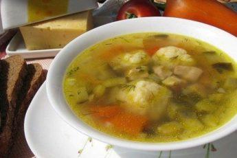 Быстрый болгарский суп - по временным затратам он приравнивается к экспресс-классу, по калорийности - истинно друг наших талий, а по вкусу - ну здесь еще все более однозначно - очень вкусно!
