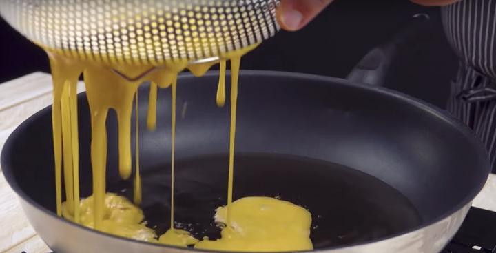 Устали от обычного омлета? Три шикарных рецепта из яиц
