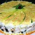 слоённый закусочный торт с копчённой курицей фото