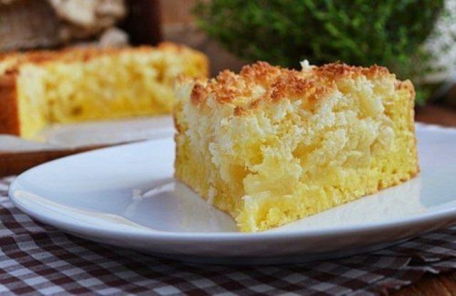 Простой и вкусный творожный пирог с яблоками