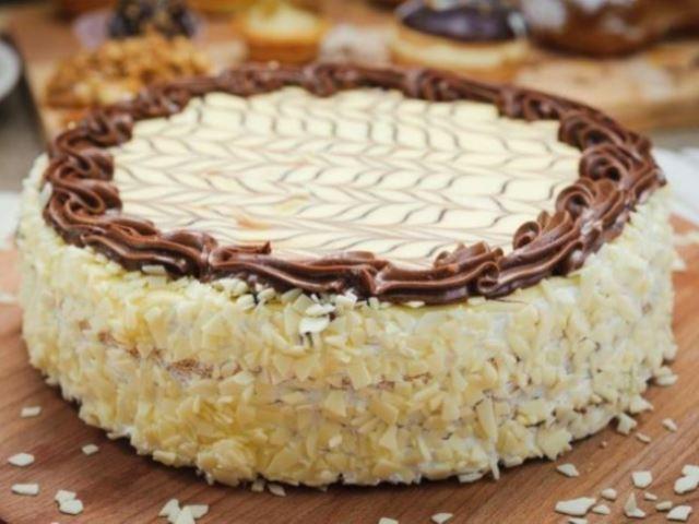 Банановый торт получается очень нежным и вкусным, обязательно попробуйте!