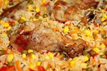 Рис с овощами по-каталонски с жареной курочкой.