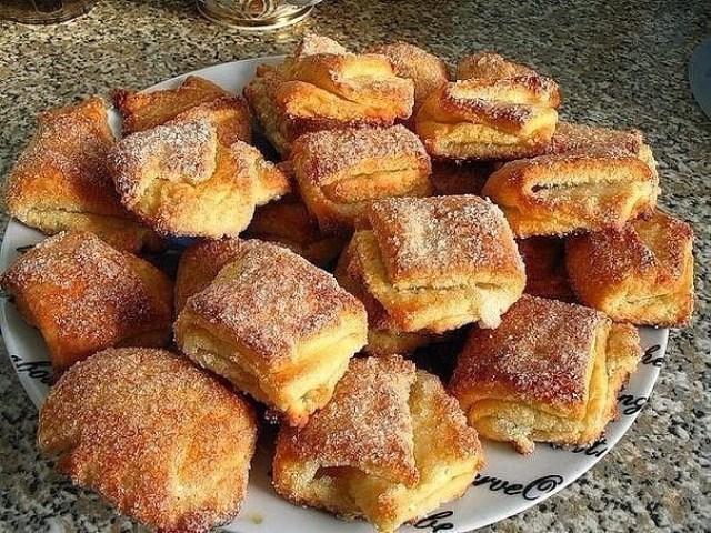 Это домашнее печенье выручет всегда.Дети берут в школе с удовольствием. Бесподобная выпечка! Хотя есть один недостаток: слишком уж быстро они исчезают с тарелки!