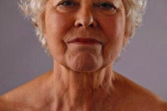 Простое минутное упражнение, которое разглаживает дряблую кожу на лице 1
